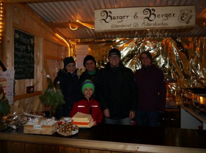 Alle Jahre wieder | Elternbeirat mit Stand am Weihnachtsmarkt